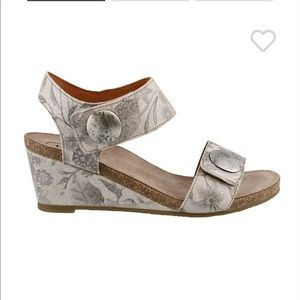 Taos gray/silver wedge sandals